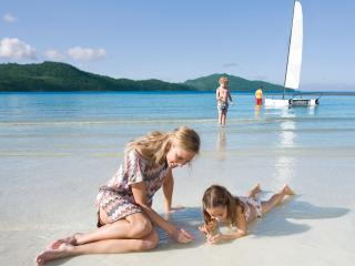 Which Hollywood Actress Spent Her Babymoon on Hamilton Island?